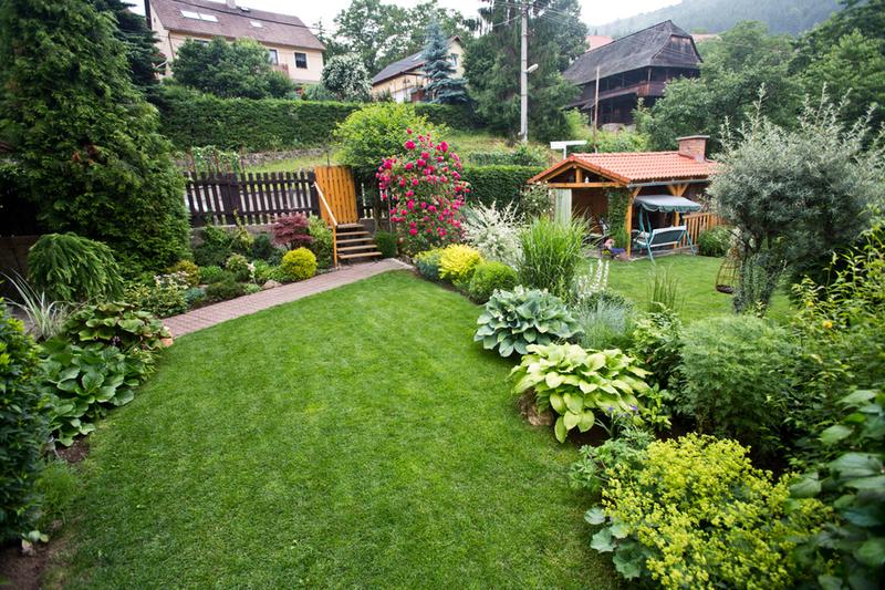altanok v zahrade